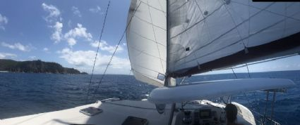 Sailing around Hayman Island