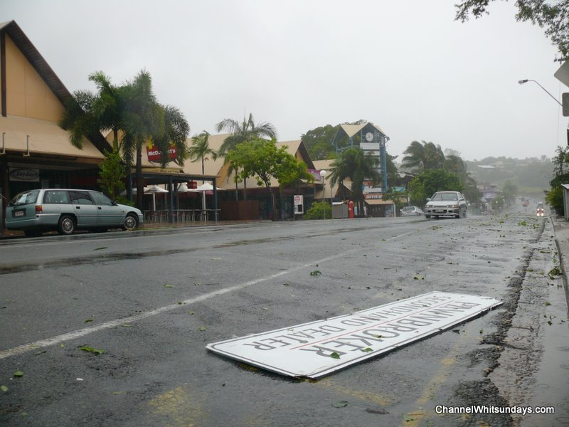 Main Street Airlie the morning after