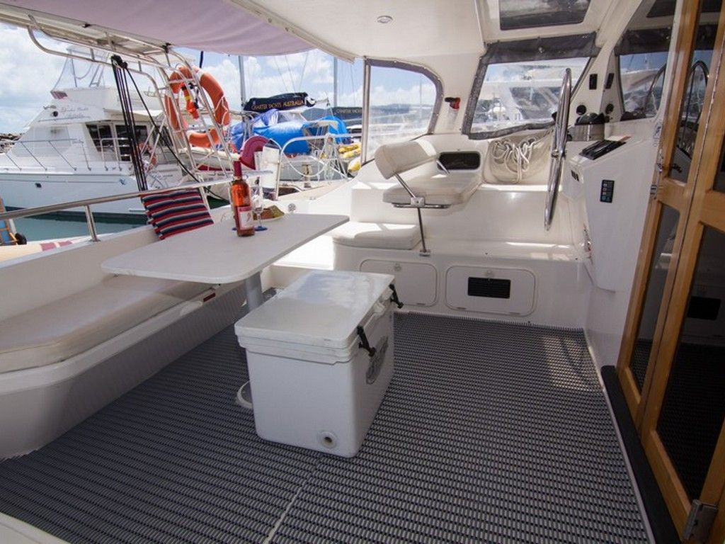 Perry 43 3 Cabin - Aft deck dining