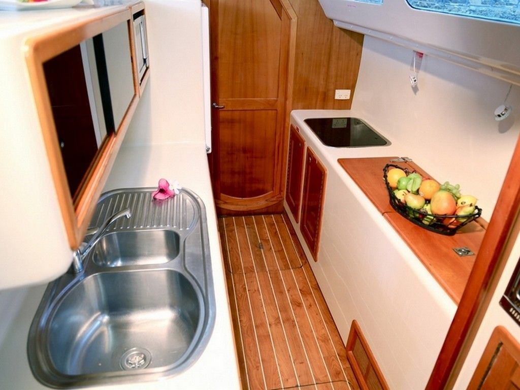 Perry 43 4 Cabin - Galley