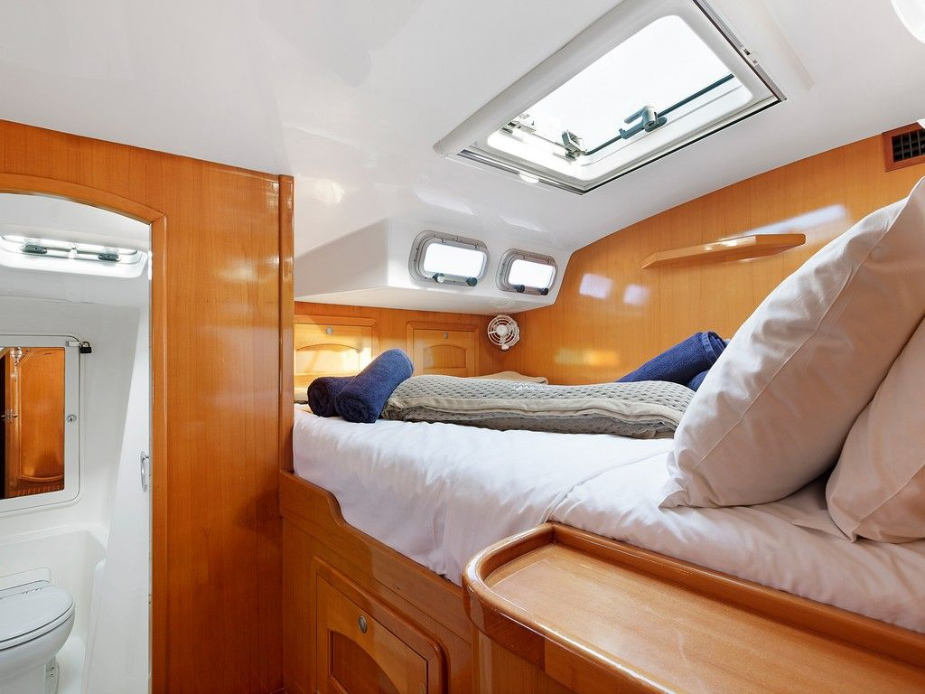 Perry 43 3 Cabin - Private double cabins (x3)