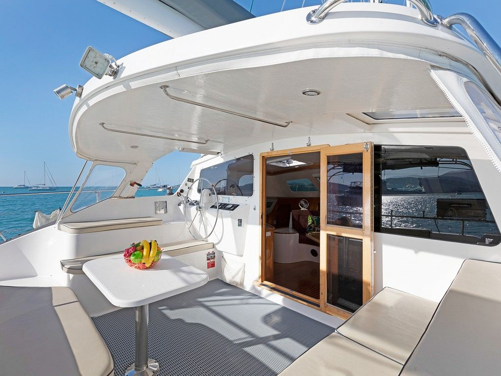 Perry 43 3 Cabin - Aft deck dining and helm