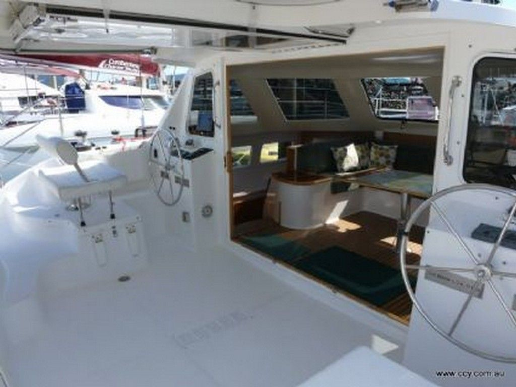 Seawind 1160 - Aft deck with tri-fold doors lifted up