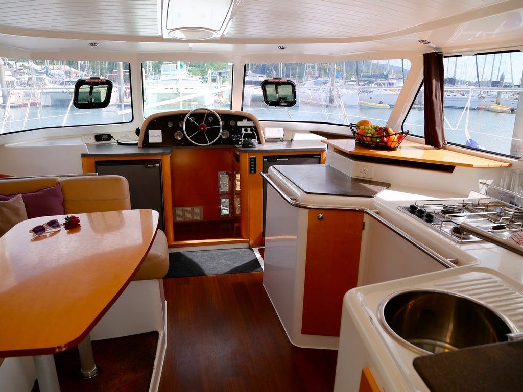 Highland 35 - Galley, saloon and internal helm