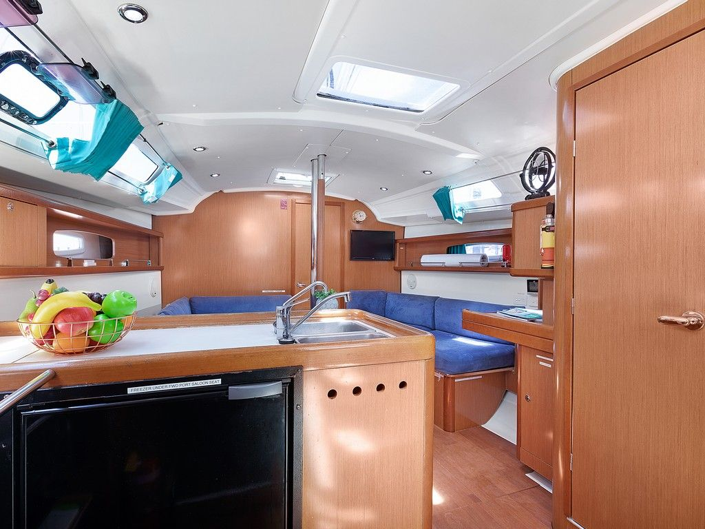 Beneteau 37 - Saloon and Galley