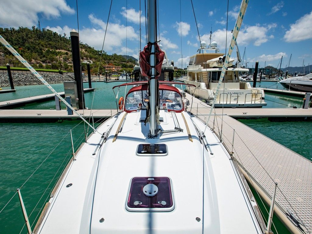 Beneteau 37 - Bow looking aft