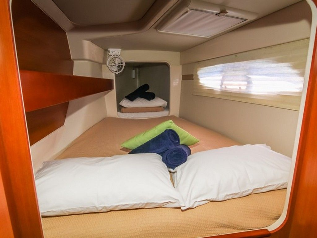 Leopard 38 - Forward cabin with pilot berth