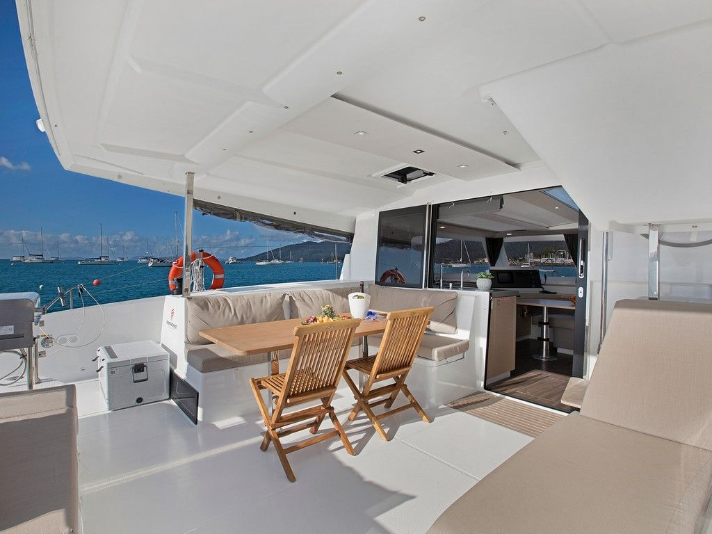 Lucia 40 - Aft deck dining