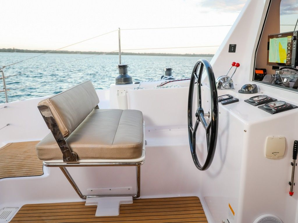 Seawind 1260 - Port helm and charter plotter