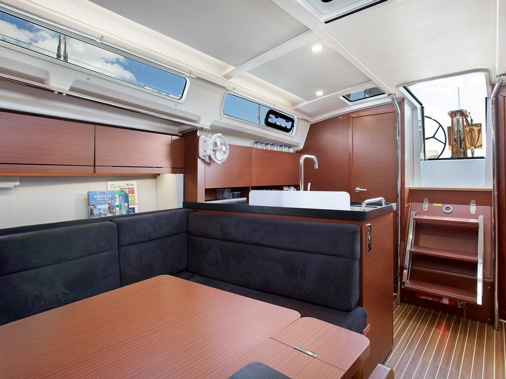 Hanse 388 - Saloon and galley