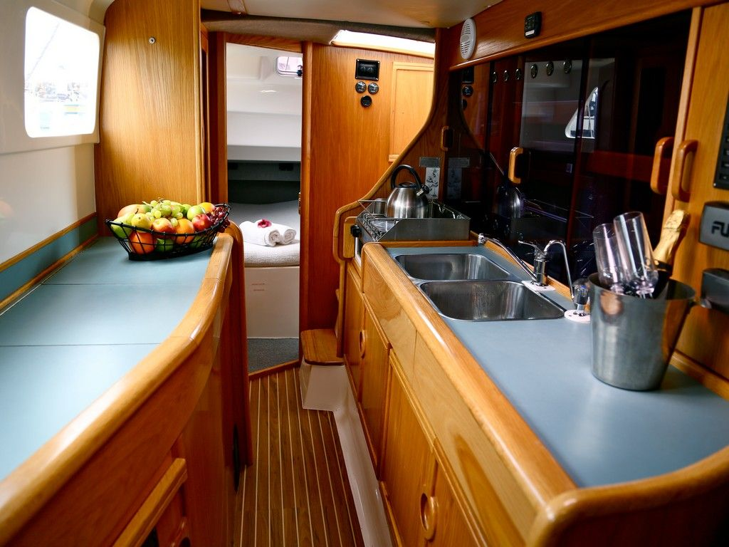 Seawind 1000xl - Galley and starboard aft private double cabin